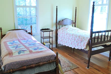 Small guest room at Healing Path - Athens - Bed & Breakfast