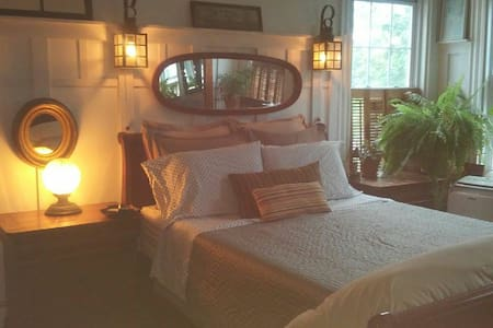 Cape Cod Room, With Private Bath-Townhouse-RedLine