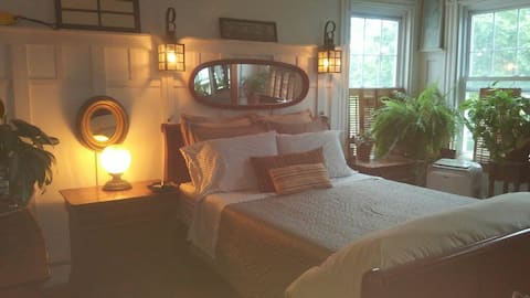 ◇Cape Cod Suite, with Private Bath ◇