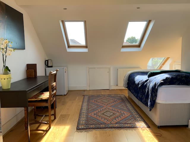 Large triple size room in a family homesuperclean