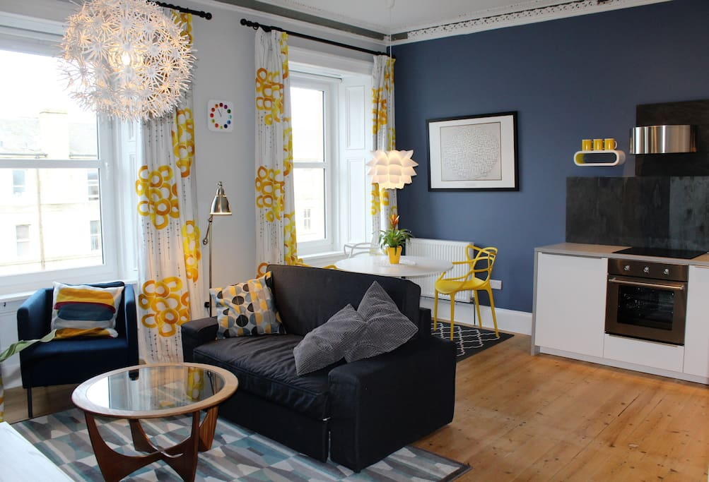 Bright and comfortable living room with sofa bed. The dining table sits four people comfortably and you will find all mod cons in the well-appointed kitchen.