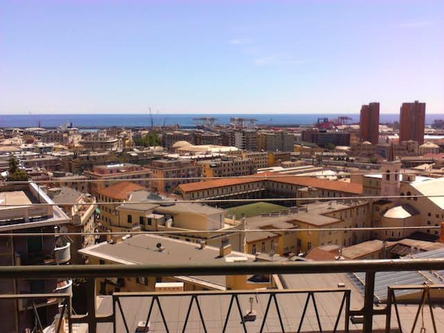 lovely view of the city n' sea  in a flat in Genoa - Janov - Byt