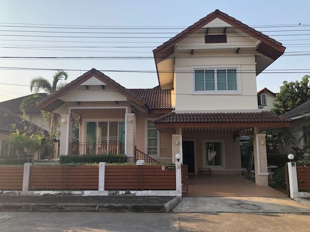 3 bedroom house on road near to tourist attraction