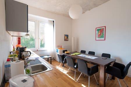 4 Zimmer Altbau Charme - Wohnung