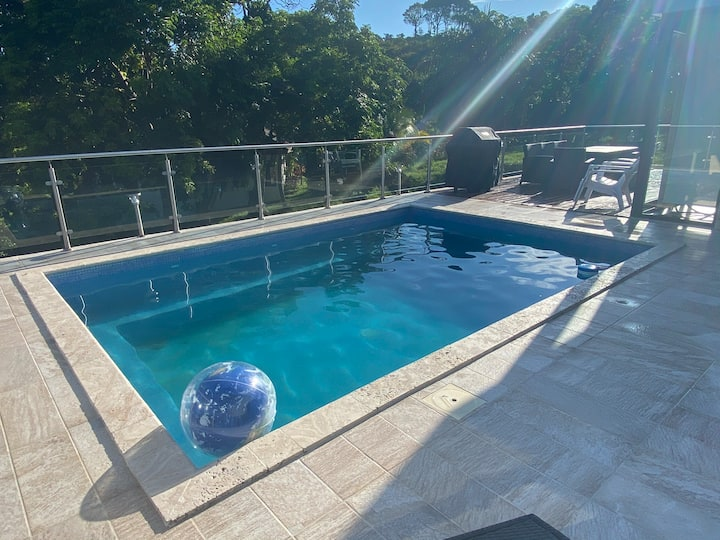 Vacation home in Roatan with private pool!