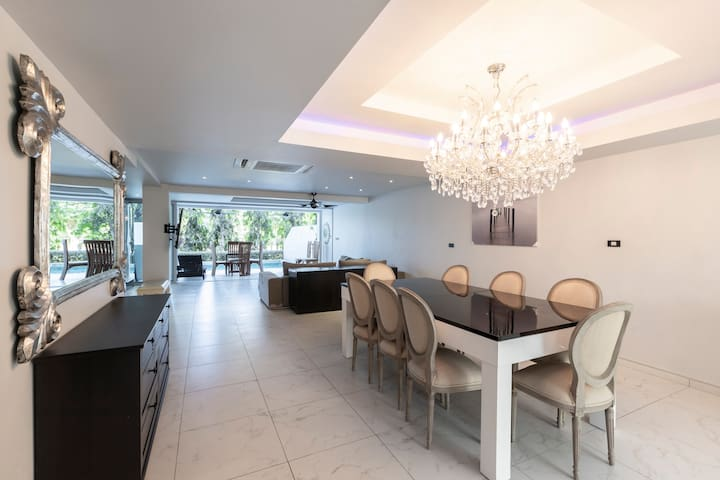 5 bed/bath villa for 14, private pool, 7kms Patong
