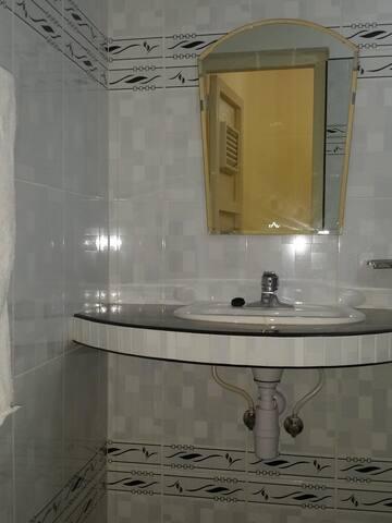Baño de la habitación 2