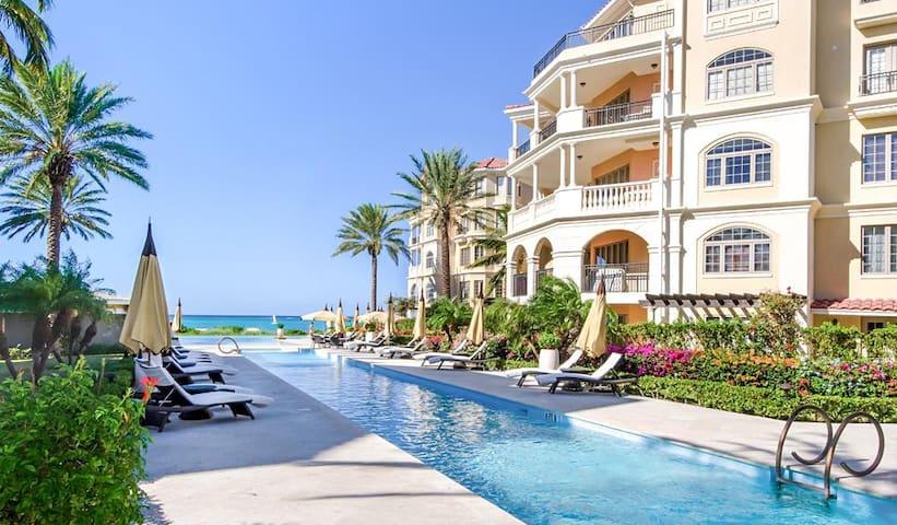 Spectacular Condo in Swanky Beachfront Resort