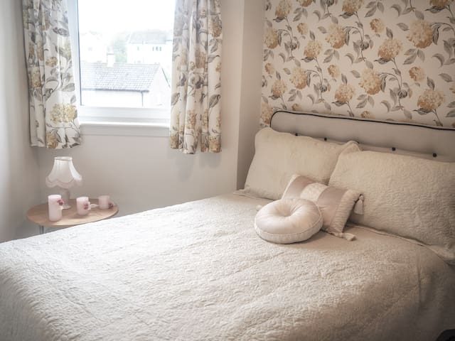 Modern Bedroom close  to Rober Gordon University