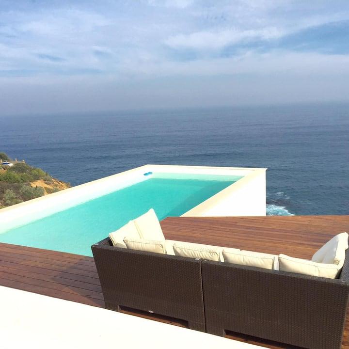 Villa frente al mar en medio de la naturaleza