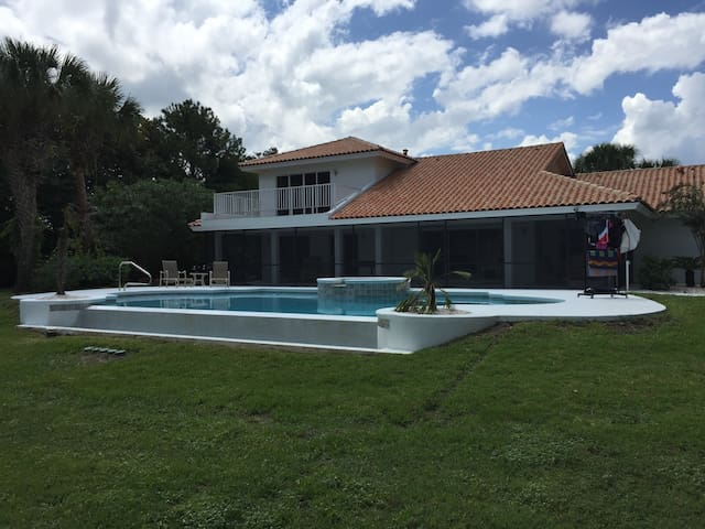 Swiss Waterski Villa & Golfers Dream Property - Clermont - Villa