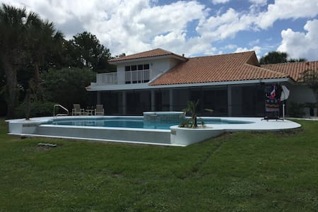 Swiss Waterski Villa & Golfers Dream Property - Clermont