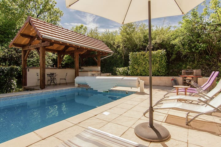 Nice detached house in the Dordogne with private heated pool.