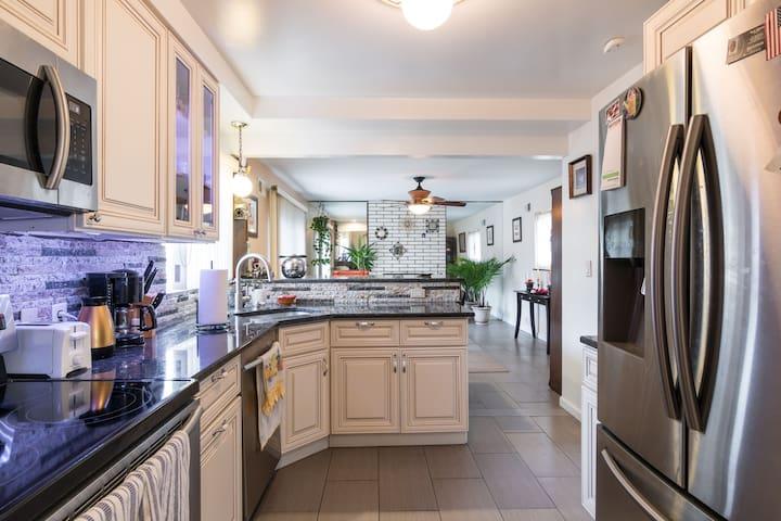 Updated 2 Bedroom home in Quiet Neighborhood