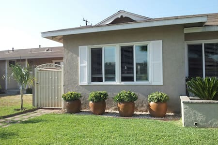 Studio, own kitchenette and bath. - Buena Park - Bed & Breakfast
