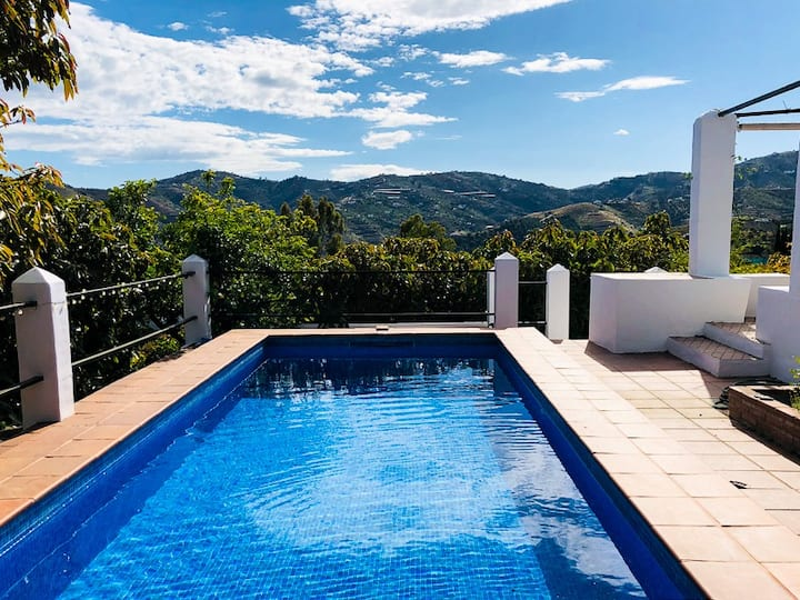 Luxury villa - private pool A/C and stunning views