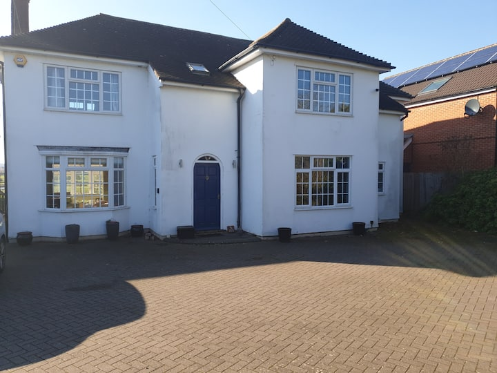 Newly Decorated  5 bed house  for up to 10 or more