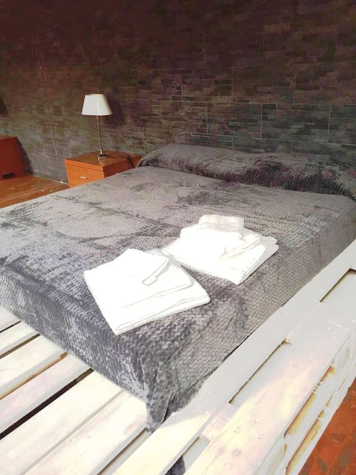 Attic bedroom: bed linen and towels are included in the price.