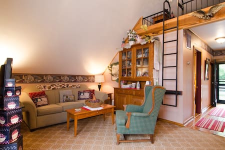 Carriage Suite Location Private Lily Garden BnB - Harpers Ferry - Bed & Breakfast - 2