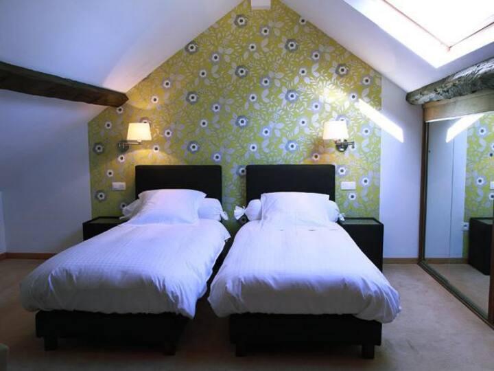 Chambre à 4 lits dans 2 espaces + Salle de Bain