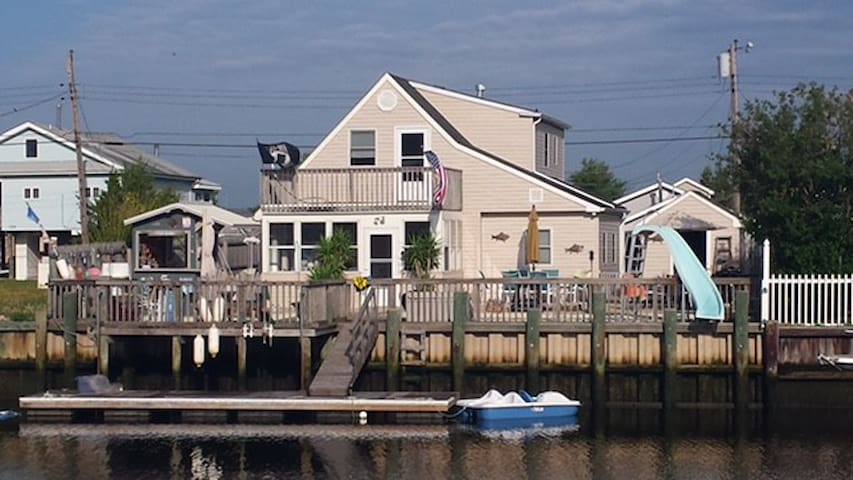 Beautiful Home on lagoon - Mystic Island, NJ