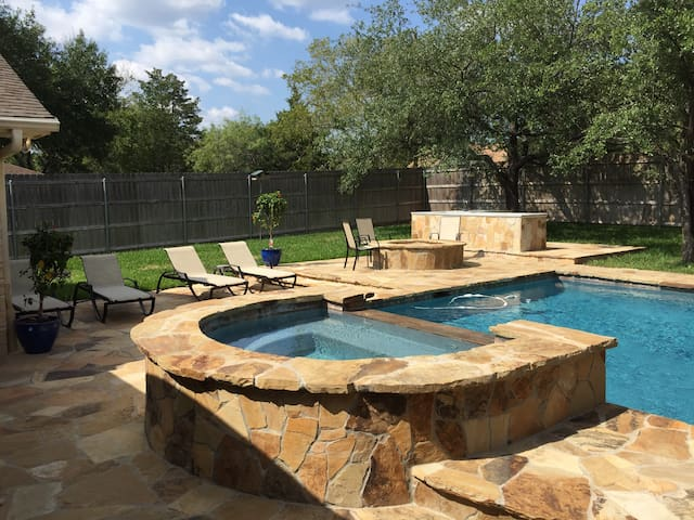 Beautiful home with pool minutes from A&M.