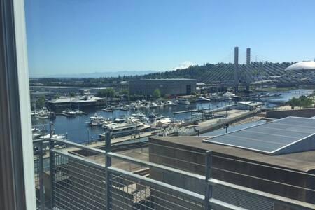 Walking distance to Tacoma Dome! - Tacoma - Συγκρότημα κατοικιών