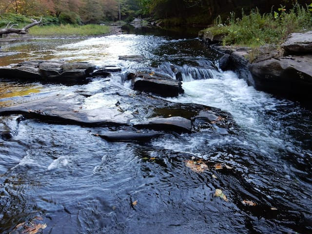 5min from Bethel Woods!! Home w/ Waterfall