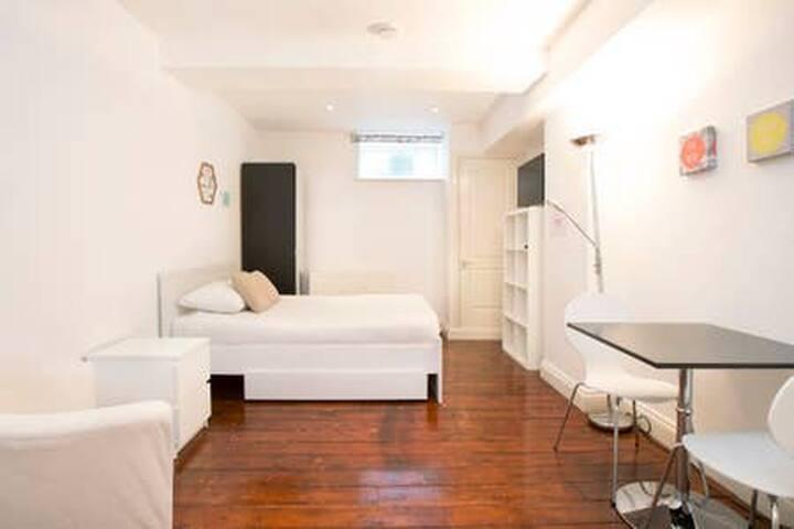 Bright studio in Fanshaw Street by Allô Housing