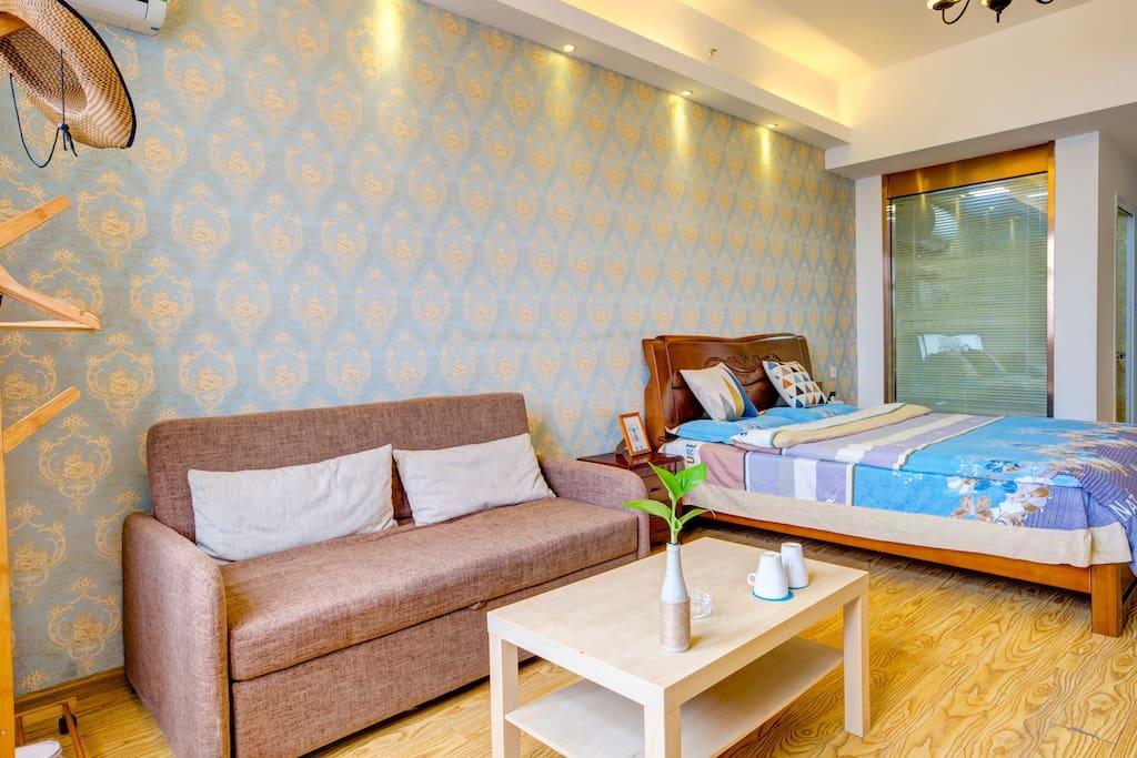 1.8米橡木大床房房间大