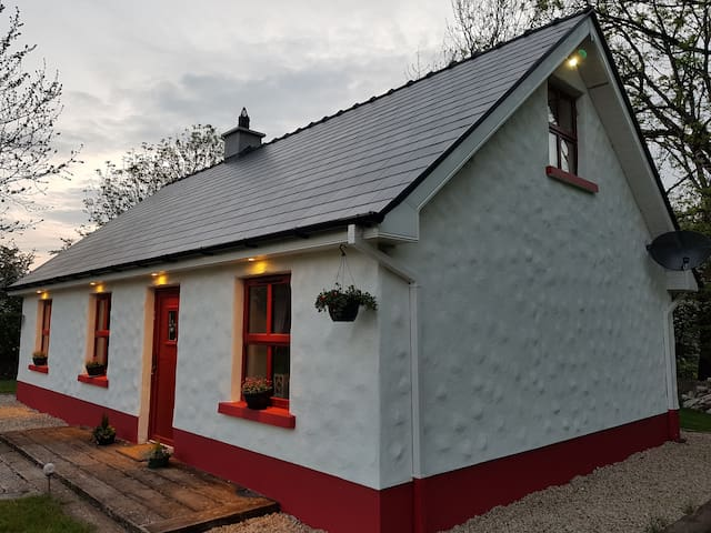O'Mainnin's Cottage