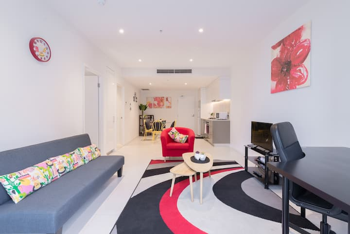 Therrrich Stunning 1BR CBD Apartment with balcony
