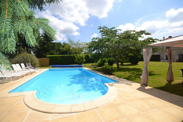Large Farmhouse/Gite - private pool