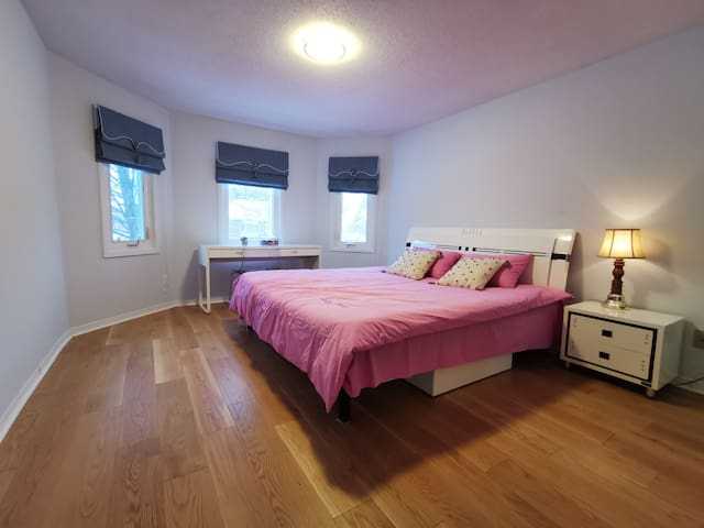 Private and cozy bedroom with king bed near UTSC