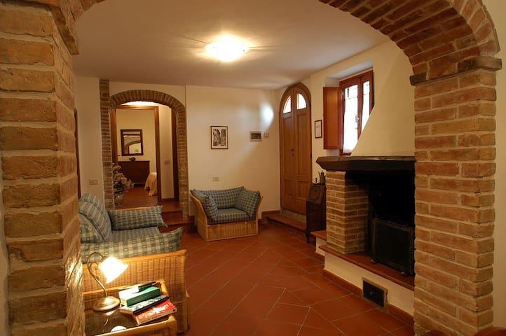 Comodo appartamento al piano terra con 2 camere