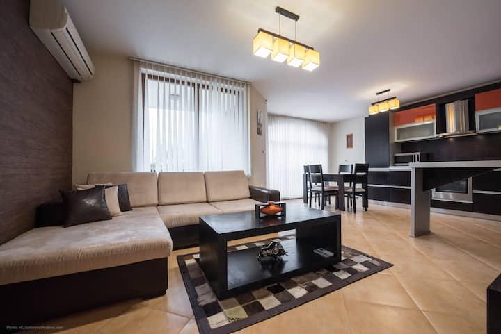 Orange Fresh · Luxury two bedroom apartment near the Sea Garden