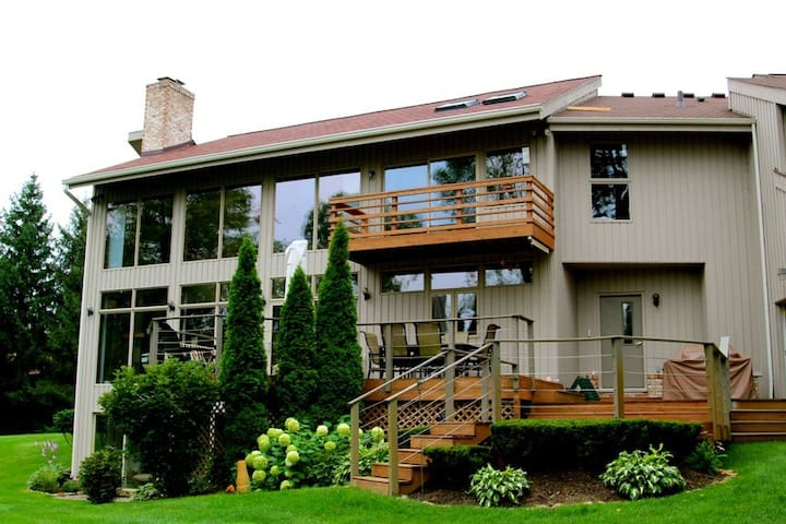 Large 2 level deck with beautiful views of the surrounding nature...
