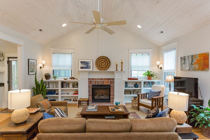 Private House with Screened Porch, Yard