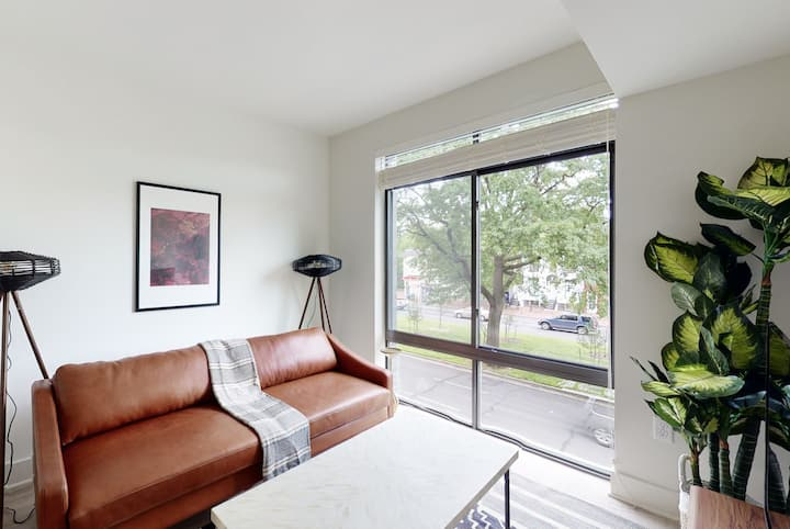Furnished 1BR in Capitol Hill w/ Concierge + Pool