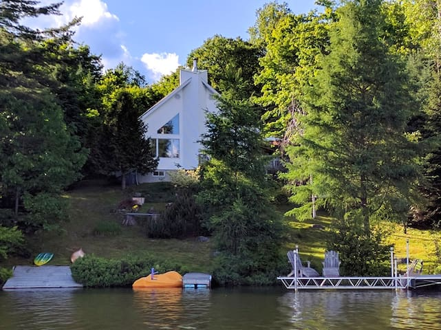 Lakeside Canadian Cottage    'The White House' - Lac-Supérieur - Casa