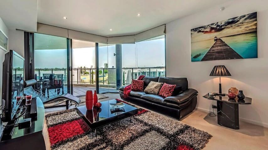 Spectacular River Front Perth Apartment
