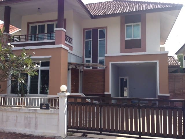 Family Villa for Business and Golfers