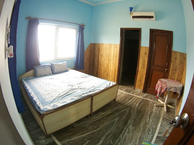 Room 207 in Family-run Ashram with Yoga & Ayurveda - Vrindavan - Overig