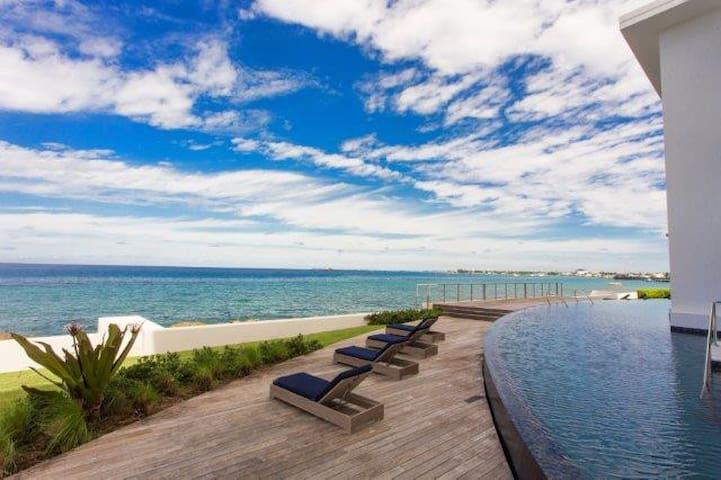 New 3BR Modern Oceanfront - George Town - Daire