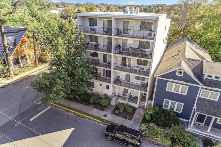2 level 2 BR 1 BA condo on quiet, shaded street