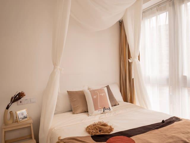 精选纯棉床品以及五星级酒店枕芯(保证一客一换干净卫生)