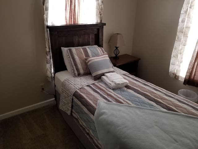 Cozy Room in the Historic District- Blue room #3