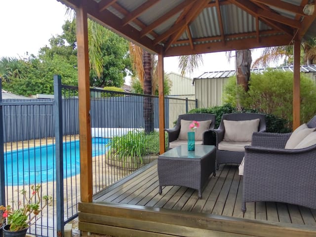 3 C's ...Comfy, Convenient & Clean - Thornlie - Rumah