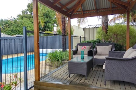 3 C's ...Comfy, Convenient & Clean - Thornlie - Talo