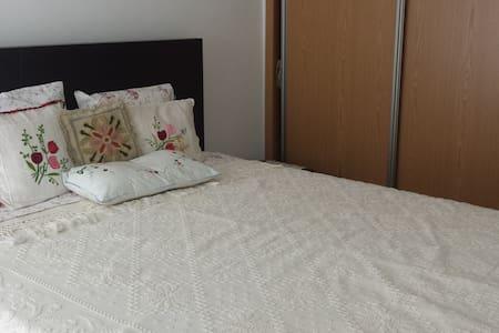 Nice couple room 15 min from Lisbon - Odivelas